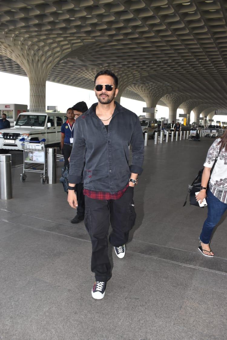 रोहित शेट्टीही मुंबई एअरपोर्टवर दिसला. सध्या तो खतरों के खिलाडीचा नववा सीझन होस्ट करत आहे.