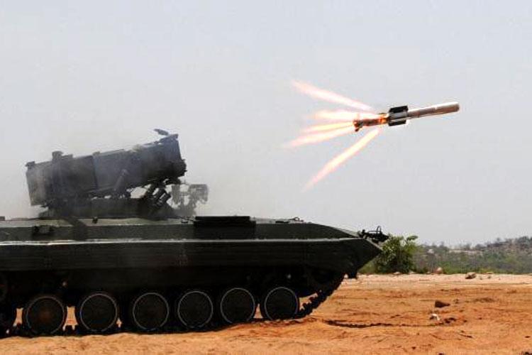 नामिका (नाग मिसाइल कॅरियर): हे मिसाइल टॉपअॅटॅक- फायर अँड फोरगेट आणि सर्व मोसमात काम करू शकतं. हलक्या वजनाच्या हेलिकाॅप्टरलाही हे लावता येतं.