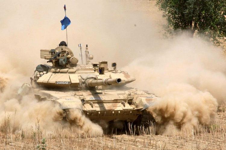 टी 90, भीष्मः हा रणगाडा ब्रम्हास्त्रसारखा आहे. पाच किमीपर्यंत हा रणगाडा हल्ला करू शकतो. यावर केमिकल किंवा बायोलाॅजिकल हल्ल्याचा परिणाम होत नाही. यातले सैनिक सुरक्षित राहू शकतात.