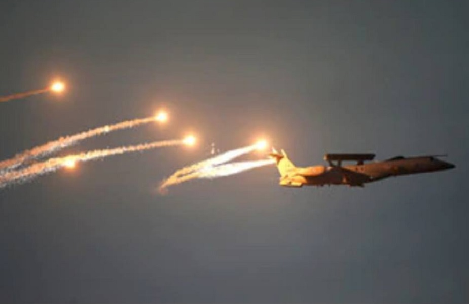 पुलवामा दहशतवादी हल्ल्यानंतर भारतीय वायुसेनेनं पाकिस्तानाला चोख उत्तर दिलंय. 26 फेब्रुवारीच्या मध्यरात्री 3.30 वाजता 12 मिराज-2000 लढाऊ विमानांनी दहशतवादी कँपवर बाॅम्बहल्ला केला.
