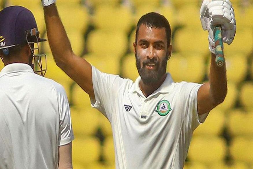 इराणी चषक : विदर्भाच्या पहिल्या डावात 425 धावा, अक्षय कर्णेवारचे शतक