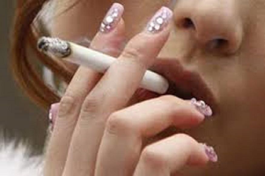 गरोदर असताना सिगरेट ओढणं म्हणजे बाळासाठी प्रचंड हानीकारक असतं. स्त्रीला सिगरेट ओढायचं व्यसन असेल तर गरोदरपणात त्यापासून दूर रहावं.