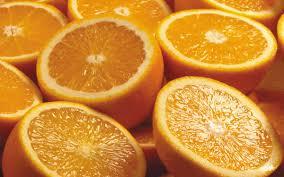 संत्र, लिंबू, टोमॅटो यात भरपूर आम्ल असतं. रिकाम्या पोटी ही फळं खाल्ली तर अॅसिडीटी होते.
