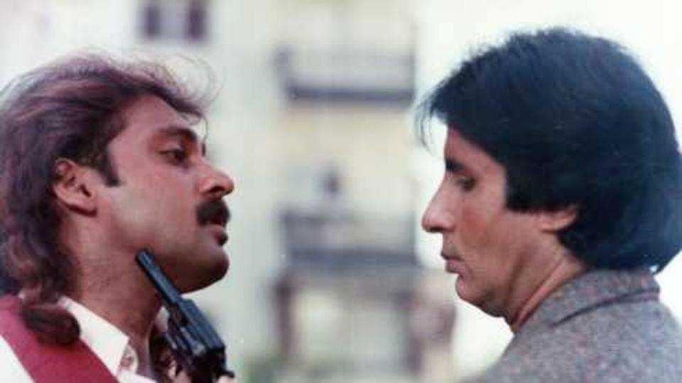 महेश आनंद यांनी अमिताभ बच्चन आणि गोविंदाच्या चित्रपटात खलनायकाचं काम केलं आहे.