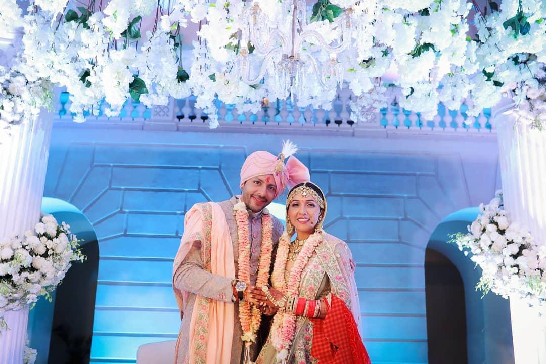 बॉलिवूड गायिका निती मोहन यावर्षीचं लग्नाच्या बेडीत अडकली. तिचाही हा पहिला करवाचौथ असणार आहे.