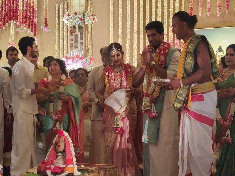 सौंदर्याच्या आणि विशगनच्या लग्नाचे फोटो सोशल मीडियावर व्हायरल होत आहेत.