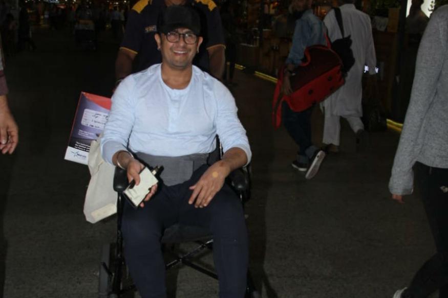 सोनू निगमची तब्येत बिघडली, एअरपोर्टवर दिसला व्हीलचेअरवर