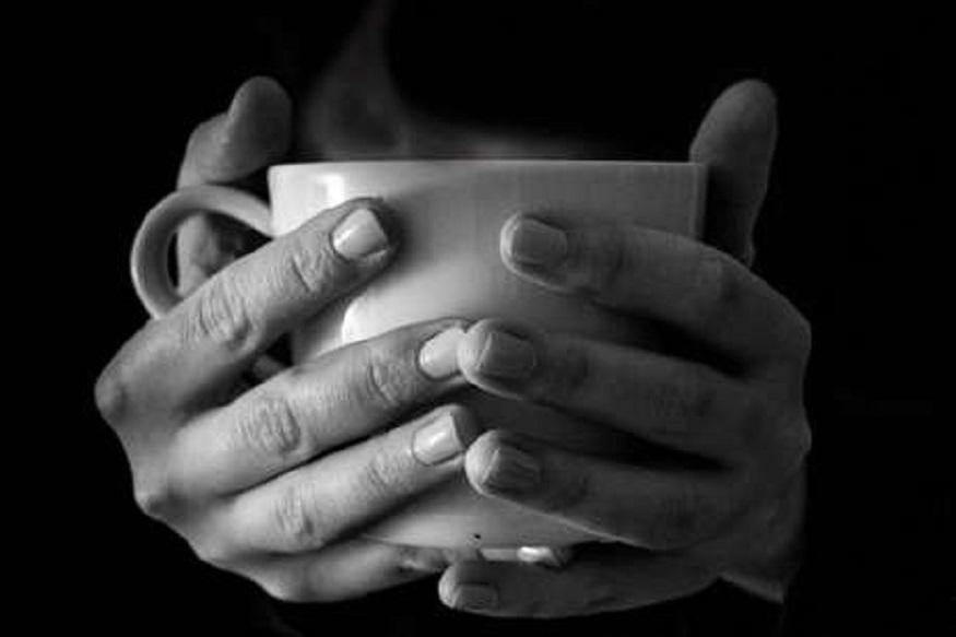 तुम्हाला चहा पितानाच स्मोकिंग करण्याची सवय असेल तर तुम्हाला कर्करोग होण्याचा धोका पाचपट जास्त आहे. हा कर्करोग तुमच्या गळ्याला आणि पोटासाठी खूपच हानिकारक असू शकतो.