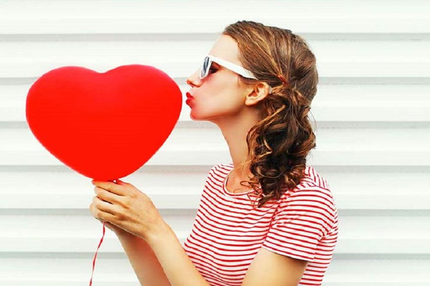 प्रेमात पडायला कोणाला आवडत नाही? प्रेम या भावनेतच जादू आहे. पण काही राशींच्या व्यक्तीच ताबडतोब प्रेमात पडतात. पाहा कुठल्या राशीच्या व्यक्ती लगेच प्रेमात पडतात ते.