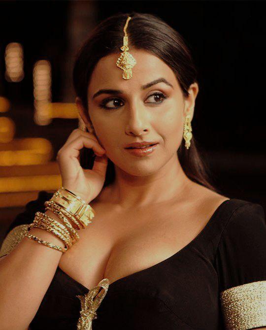 विद्याही तिच्या प्रत्येक सिनेमांसाठी 7 ते 8 कोटी रुपये घेते. विद्याचं नाव त्या अभिनेत्रींमध्ये येतं जी स्वतःच्या नावावर सिनेमा हिट करते.