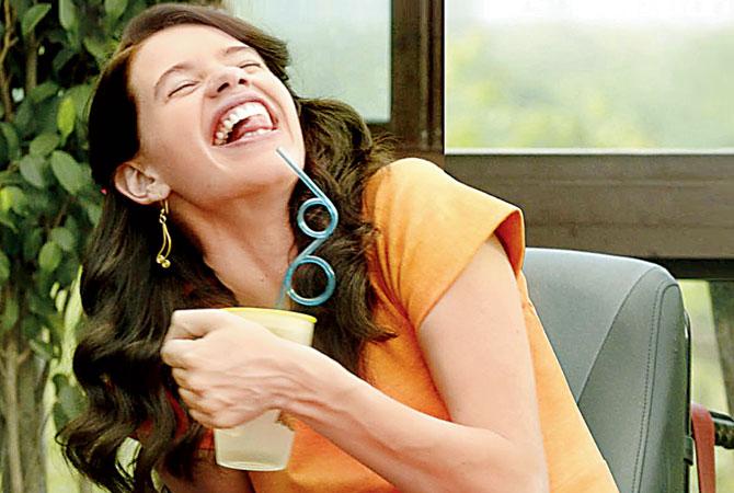 अभिनेत्री कल्की कोचलिननं सुद्धा 'मार्गरीटा विथ द स्ट्रॉ' या सिनेमात सेरेब्रल पाल्सी पीडीतेची भूमिका साकारली होती. ही भूमिका, या भूमिकेतील आव्हानं, त्या पीडीतेचं दुःख हे सर्व मोठ्या पडद्यावर साकारणं खरंच कठीण काम होतं मात्र कल्कीनं या भूमिकेतून स्वतःला सिद्ध केलं.