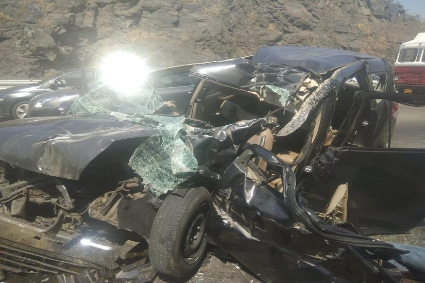 मुंबई-पुणे एक्सप्रेसवर कारचा भीषण अपघात, 3 महिलांसह एकाचा मृत्यू