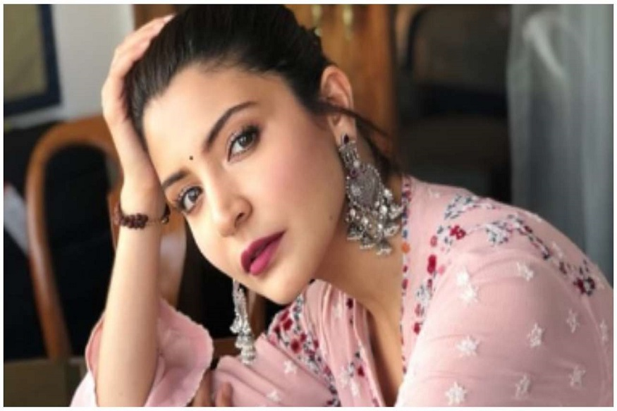 अभिनेत्री अनुष्का शर्मा नेहमीच तजेलदार दिसते. त्याचं रहस्य आहे योगात. ती नुसता योग करत नाही तर दिवसातून दोनदा मेडिटेशन करते.