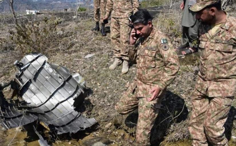 F16 क्रॅशनंतर पाक वैमानिक त्यांच्याच जमिनीवर उतरला, जमावाने भारतीय समजून घेतला जीव