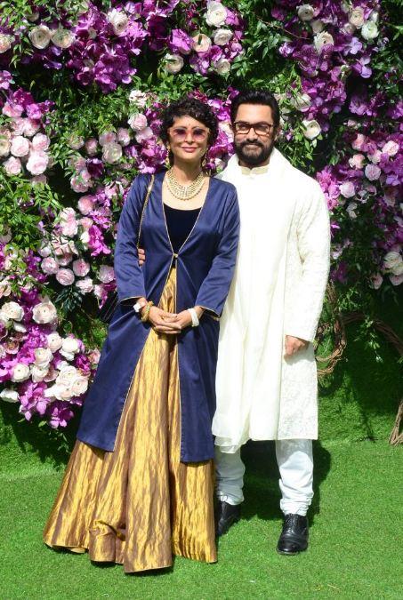 या लग्नाला अनेक बॉलिवूड स्टार्सनी उपस्थिती लावली. यात सर्वत आधी आला तो आमिर खान आणि त्याची पत्नी किरण राव
