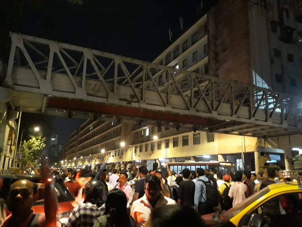 CSMTचा पुल कोसळला: एल्फिन्स्टन दुर्घटनेनंतर मुंबईकर पुन्हा हादरले