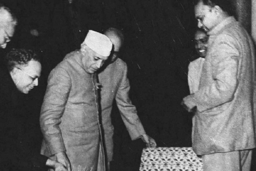 1960 नंतर ते राजकारणात आले.  नंतर ते ओरिसाचे मुख्यमंत्री बनले. 1962 च्या चीन युद्धानंतर त्यांना नेहरूंनी दिल्लीत बोलावून घेतलं होतं. पंतप्रधानांना तो गोपनीय कामांमध्ये मदत करत असत.