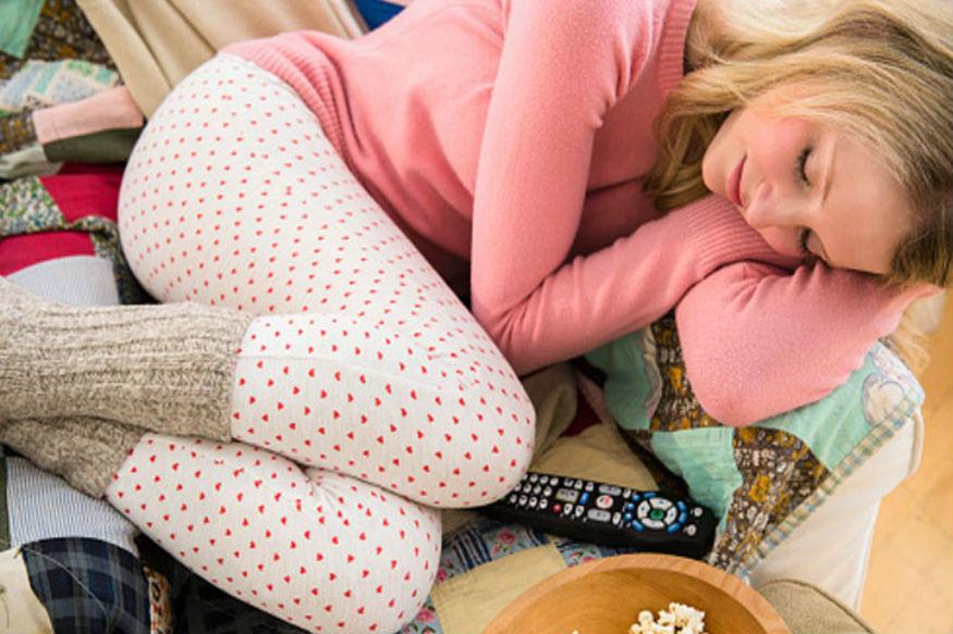 सीझनल डिसआॅर्डरमध्ये melatonin हॉर्मोन लेव्हल वाढते. serotonin हॉर्मोन लेव्हल कमी होते. यामुळे झोप येते. उदास वाटतं.