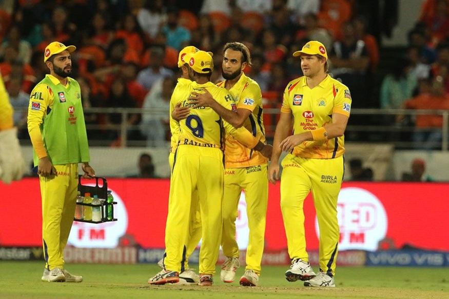 यंदाच्या आयपीएलमध्ये चेन्नई गुणतक्त्यात अव्वल स्थानी आहे. त्यांनी 11 पैकी 8 सामन्यात विजय मिळवला आहे. तर मुंबई 10 सामन्यात 6 विजयांसह तिसऱ्या स्थानावर आहे.  आयपीएलच्या 12 व्या हंगामातील पहिल्या सामन्यात मुंबईने चेन्नईला 37 धावांनी पराभूत केलं होतं.