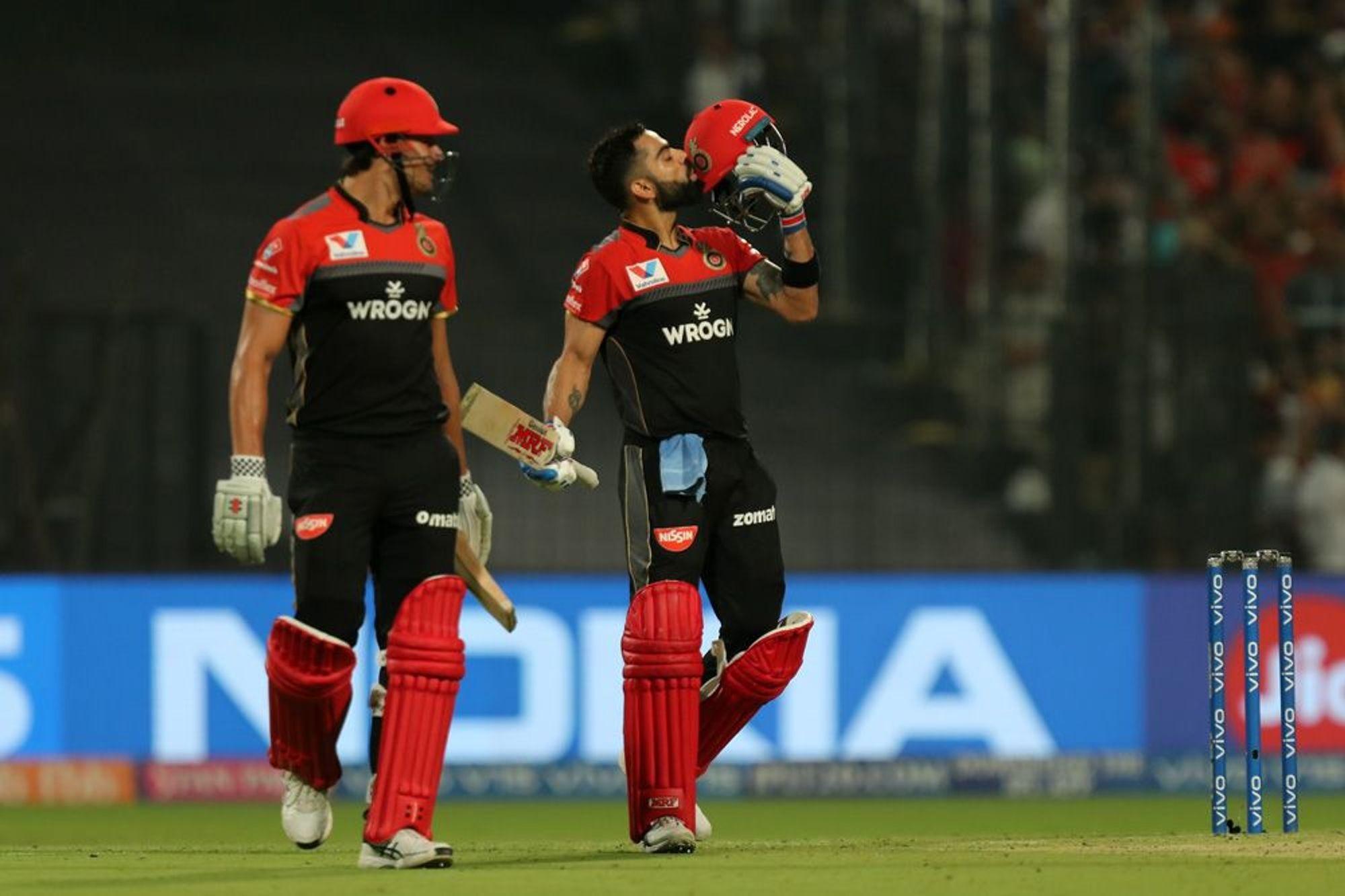 विराटने 58 चेंडूत 9 चौकार आणि 4 षटकारांच्या मदतीने 100 धावा केल्या. कोलकाता विरुद्ध शतकासाठी विराट स्वार्थी झाल्याचंही त्याच्या कृतीतून दिसलं.