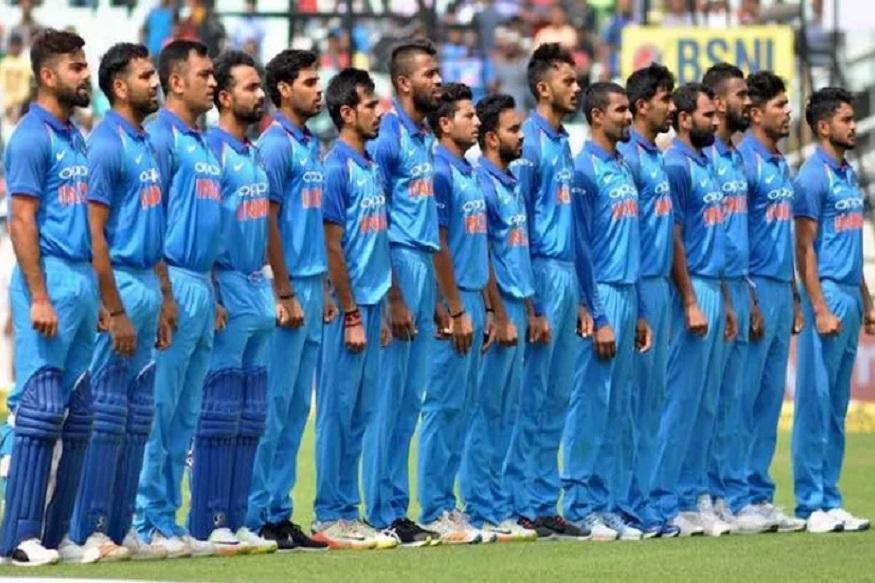 भारतीय क्रिकेट नियामक मंडळाच्या निवड़ समितीचे अध्यक्ष एमएसके प्रसाद यांनी 17 एकदिवसीय सामने खेळले आहेत. त्यांच्याशिवाय देवांग गांधी  आणि जतीन परांजपे यांनी 4 सामने खेळले आहेत.
