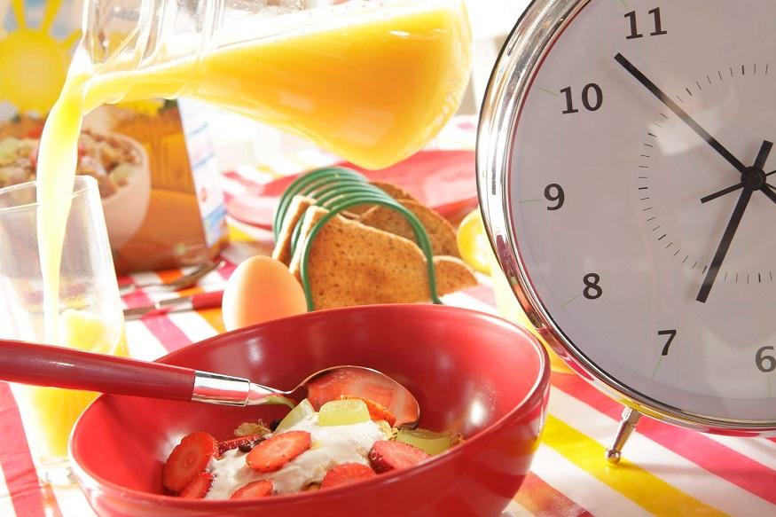 सकाळी शाळा, कॉलेज किंवा ऑफिला वेळेवर पोहोचण्याच्या नादात अनेतजण Breakfast करण्याचं एकतर टाळतात किंवा विसरून जातात.