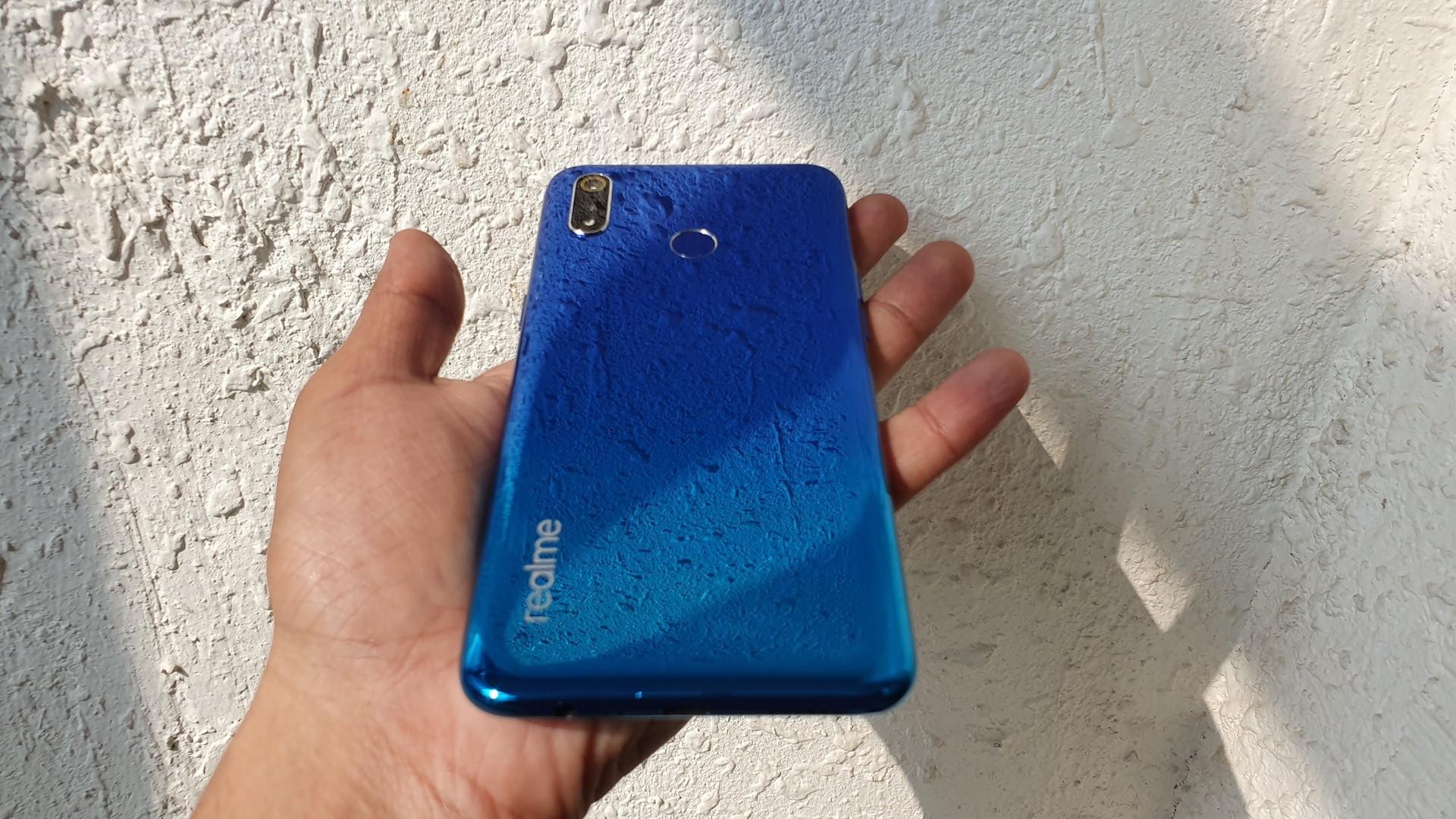 Realme 3 Pro मध्ये 6.3 इंचाचा HD + ड्युड्रॉप डिस्प्ले आणि रॅम 6GB असून, तो अत्याधुनिक Android 9.0 Pie या प्रणालीवर काम करतो अशीही माहिती आहे.