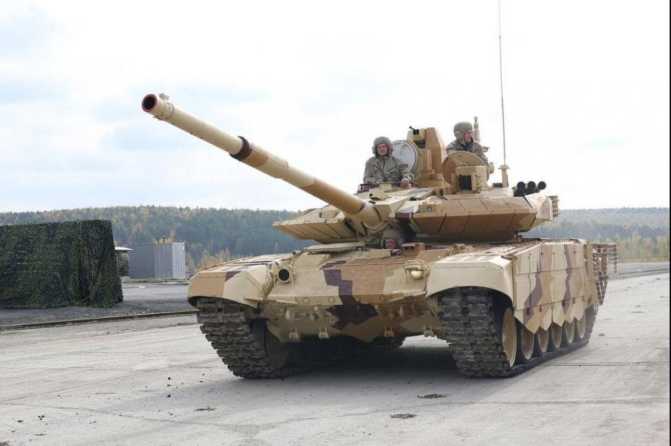 T-90MS रणगाड्यांमध्ये हायटेक सुविधा आहेत. हे रणगाडे एका जागेहून दुसऱ्या जागी हलवणं सोपं जातं.