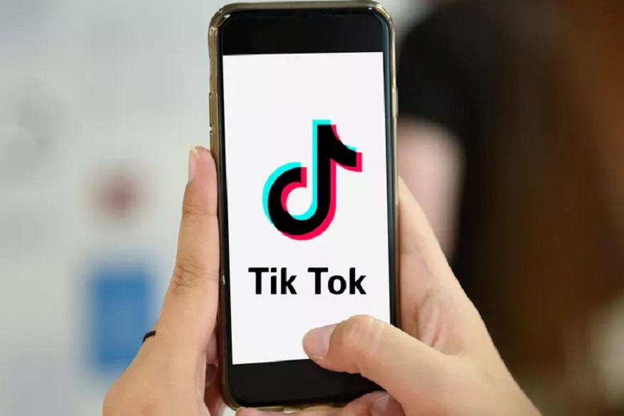 गेल्या वर्षभरात चांगलंच लोकप्रिय झालेल्या TikTok चे संपूर्ण अधिकार चीनमधील बाइटडांस (Bytedance) या कंपनीकडे आहेत. कंपनीने सुरुवातीला म्यूजिकली (musical.ly) नावाने हे अॅप लॉन्च केलं. मात्र त्यानंतर टिक टॉक (TikTok) असा नावात बदल करण्यात आला.