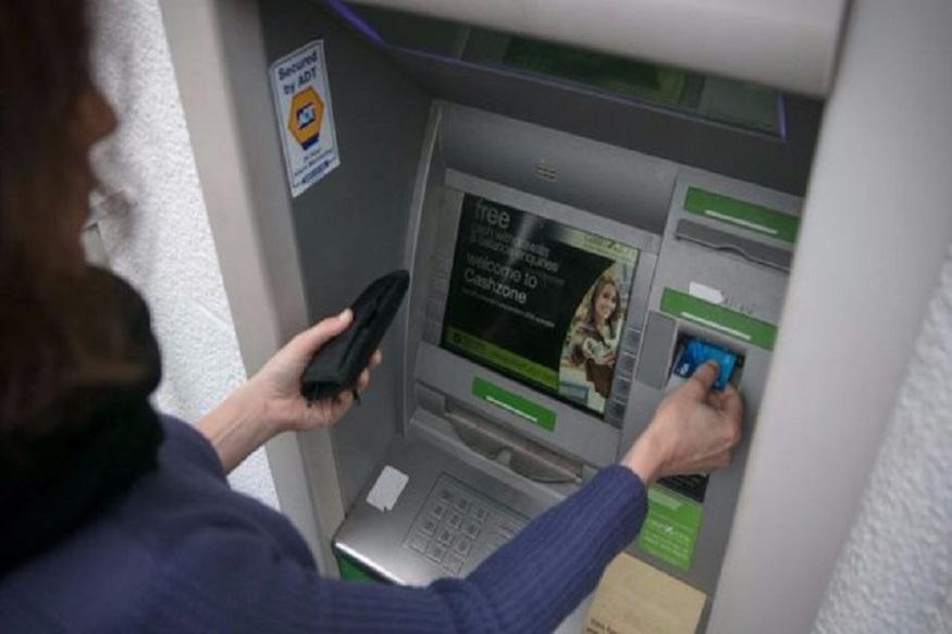 तुम्ही एटीएममध्ये पैसे काढायला जाता. काही तांत्रिक बिघाडामुळे पैसे निघत नाही. पण बँक अकाऊंटमधून कापले जातात. मग तुम्ही केअर सेंटरला फोन करता. बँकेत खेटे मारता.