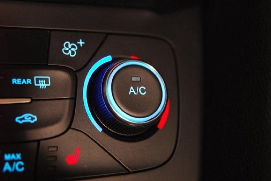 कारचं वेळोवेळी सर्विसिंग करा आणि AC चा उपयोग कमी करा. यामुळे इंधन जास्त लागतं.