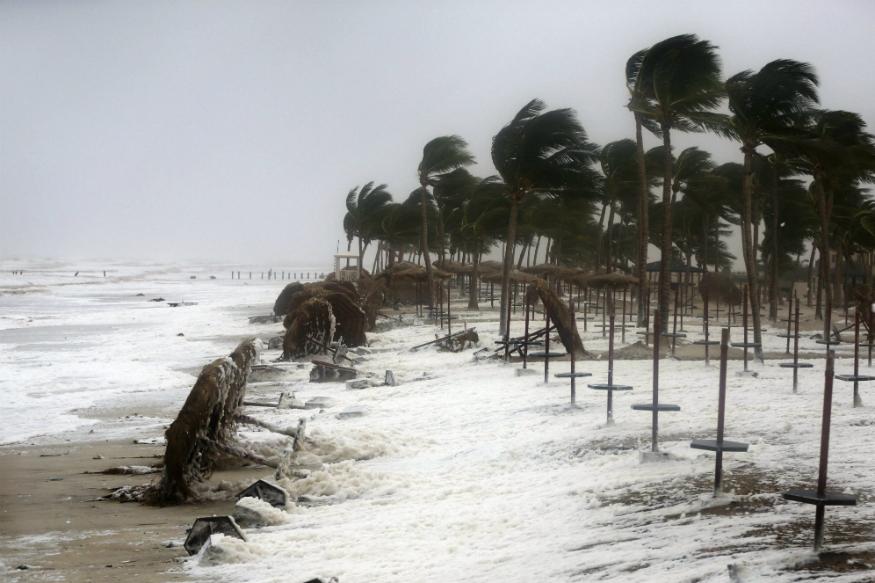 हिंदी महासागर आणि बंगालच्या उपसागरात हवेच्या कमी दाबामुळे दक्षिण भारतातल्या राज्यांमध्ये वादळ आणि पाऊस येण्याची शक्यता आहे.