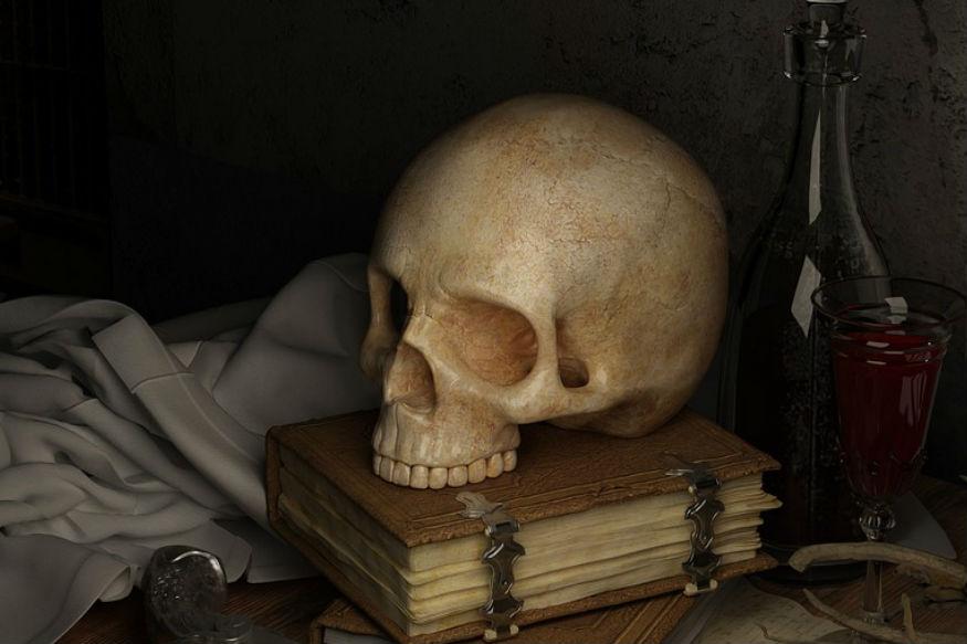 मृत्यू होणार हे सर्वांनाच माहिती असतं. मात्र, त्यानंतर आपलं काय होतं याबाबत अनेक तर्क वितर्क लढवले जातात. जगात सर्वात जास्त मृत्यू कशामुळे होतात? मृत्यूनंतर काय होतं? जगभरात कोणत्या कारणामुळे आणि कशा पद्धतीने होतात सर्वाधिक मृत्यू? मानवाचा जन्म झाला तेव्हापासून किती मृत्यू झाले? कोणकोणत्या प्रकारचा मृत्यूदंड कायदेशीर आहे अशा अनेक प्रश्नांची उकल करण्याचा प्रयत्न...