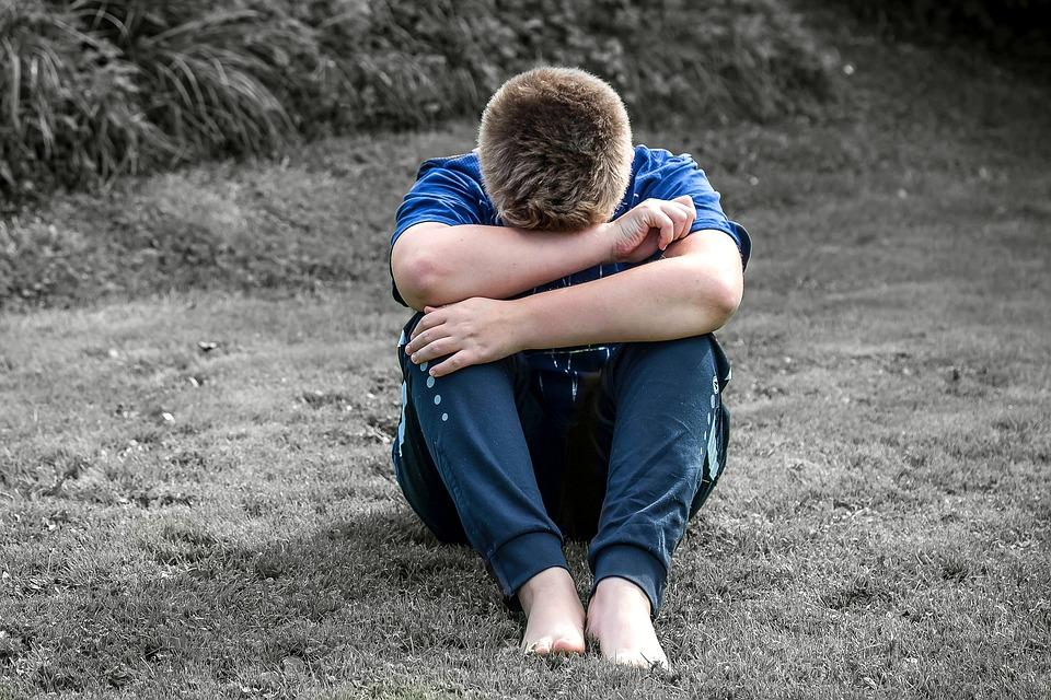 ब्रिटेनमध्ये एक अशी संस्था आहे जी अंतिम संस्काराच्यावेळी रडण्यासाठी लोकं पुरवते. 2013 मध्ये गुगलने Calico नावाच्या कंपनीला मृत्यूवर संशोधन करण्यासाठी मोठा फंड दिला होता अशी माहिती आहे.