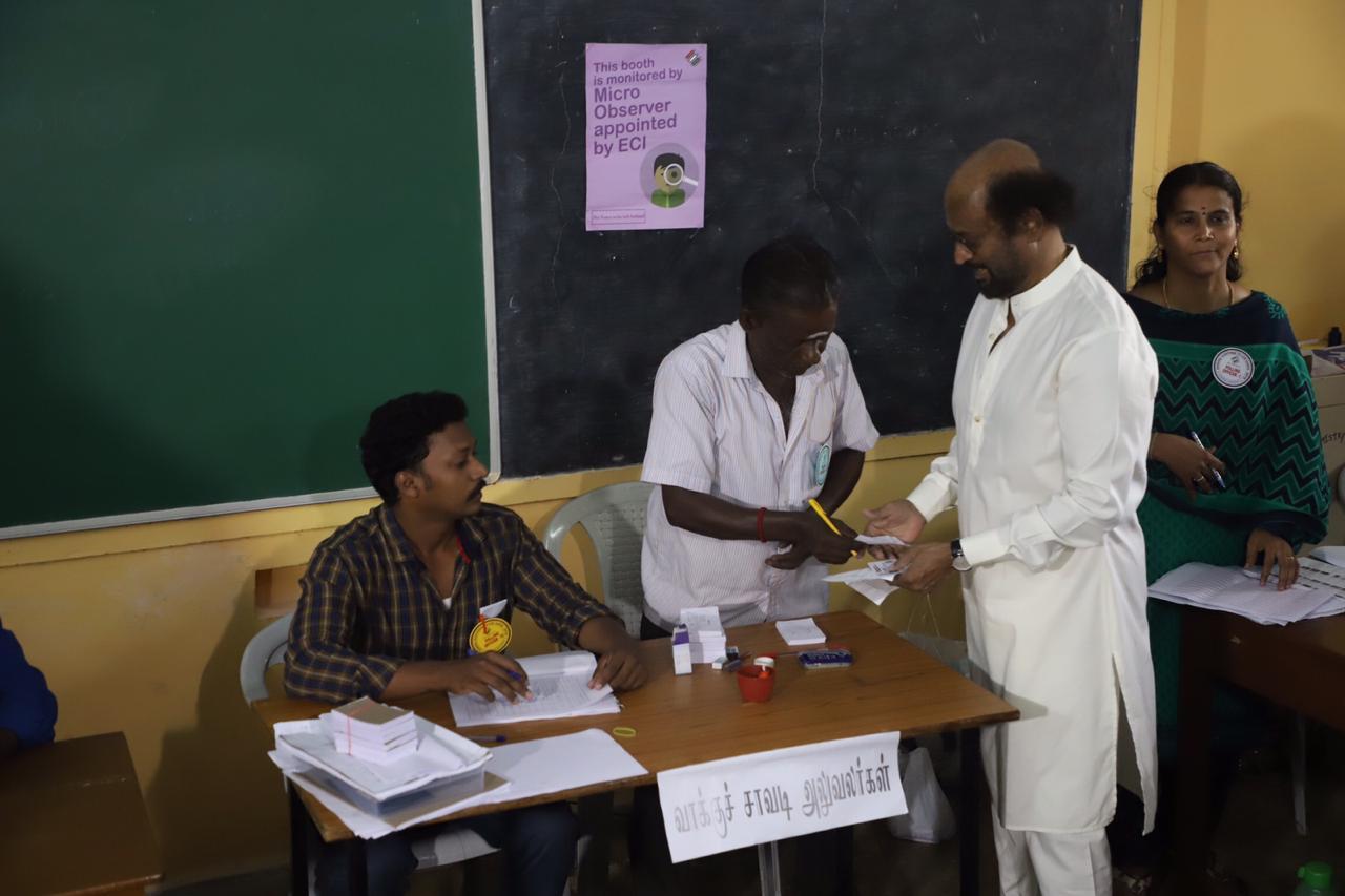 थलायवाने मध्य चेन्नई येथील जागेसाठी मतदान केलं. रजनीकांत यांनी स्टेला मॅरिस कॉलेजमध्ये तयार करण्यात आलेल्या बूथवर जाऊन मतदान केलं.