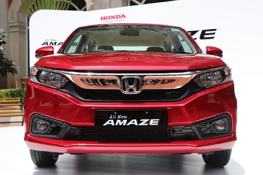 HONDA ने भारतात आपल्या सुप्रसिद्ध कार अमेजचं नवं मॉडेल VX CVT लाँच केलं. भारतात या मॉडेलची (एक्स-शोरूम प्राईज) किंमत 8.56 लाख रुपये इतकी आहे. पेट्रोल व्हेरियंट असलेल्या मॉडेलमध्ये VX ऑटोमॅटिक ट्रिम याला जागा देण्यात आली आहे. पेट्रोल आणि डिझेल अशा दोन्ही प्रकारात उपलब्ध असलेल्या या मॉडेलची अशी आहेत वैशिष्ट्यं.