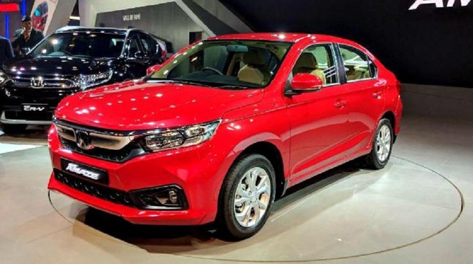 Honda Amaze ने या कारचं पहिलं मॉडेल भारतात मे 2018 मध्ये लाँच केलं होतं. नव्या Amaze मध्ये 4 सिलिंडर, 1.2 लीटर पेट्रोल इंजिन बसवण्यात आलं आहे. जे 90PS च्या पावरवर 110Nm पिक टॉर्क जनरेट करतं. तर डिझेल व्हेरियंटमध्ये 4-सिलिंडर, 1.5 लीटर डिझेल इंजिन आहे. जे 100PS आणि 200Nm पिक टॉर्क जनरेट करतं.