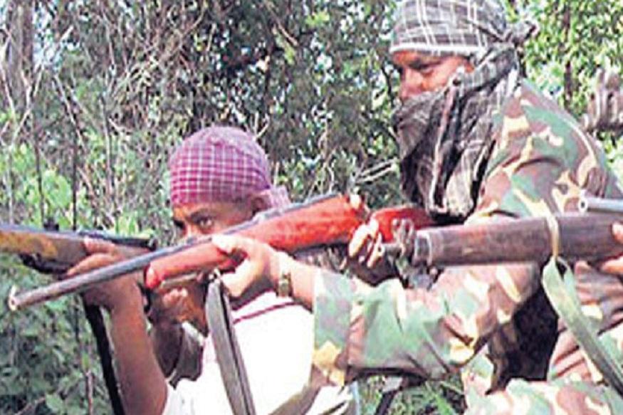 गडचिरोलीत मतदानानंतर सुरक्षा पथकावर माओवाद्यांचा हल्ला, गोळीबारानंतर नक्षलवादी जंगलात पसार