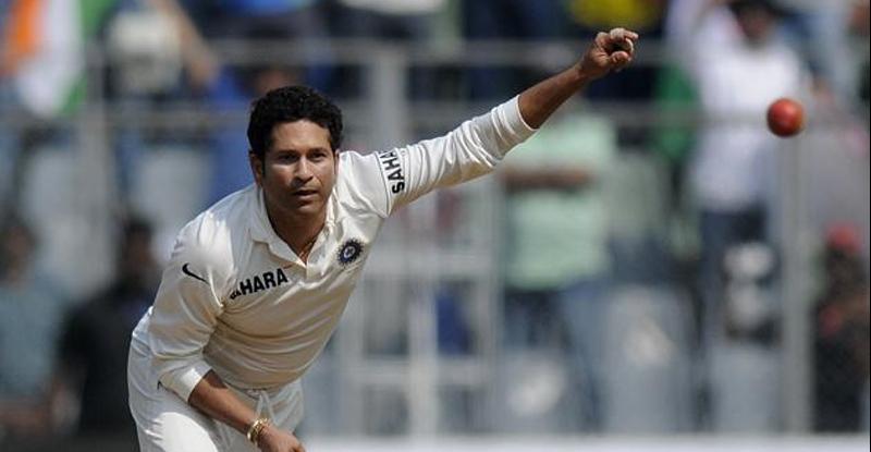 Happy Birthday Sachin : ...जेव्हा सचिनच्या गोलंदाजीनं फलंदाजांची उडते दांडी