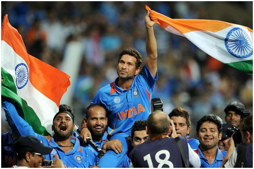 2011मध्ये भारतानं तब्बल 28 वर्षांनी विजेतेपद पटकावले होते. दरम्यान यावेळीही भारतीय संघाच्या जर्सीचा रंग नीळाच होता. दरम्यान या जर्सीवर नारंगी रंगानं देशाचं नाव लिहिले होते.