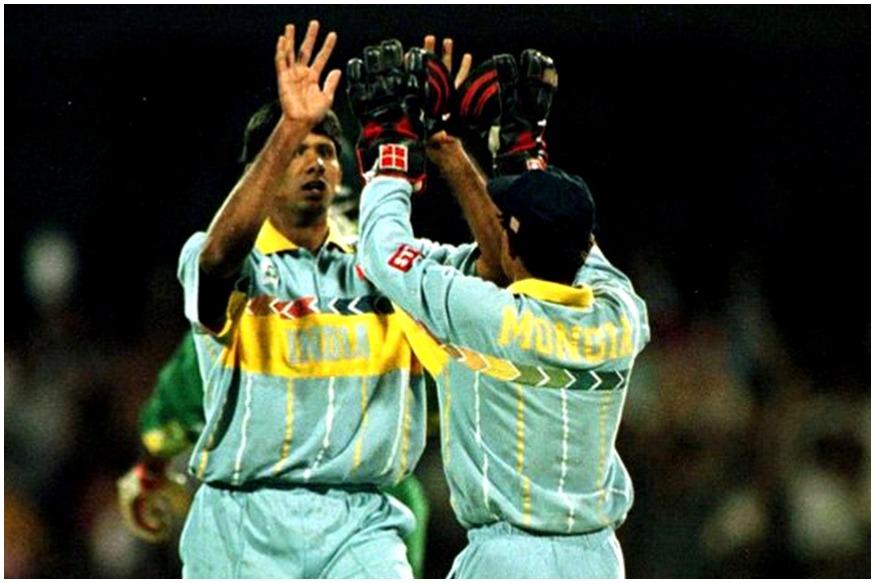 1996च्या विश्वचषकात भारताला अंतिम फेरीत श्रीलंकेविरोधात सामना गमवावा लागला होता. यावेळी जर्सीची कॉलर आणि बाजू पिवळ्या रंगाची होती.