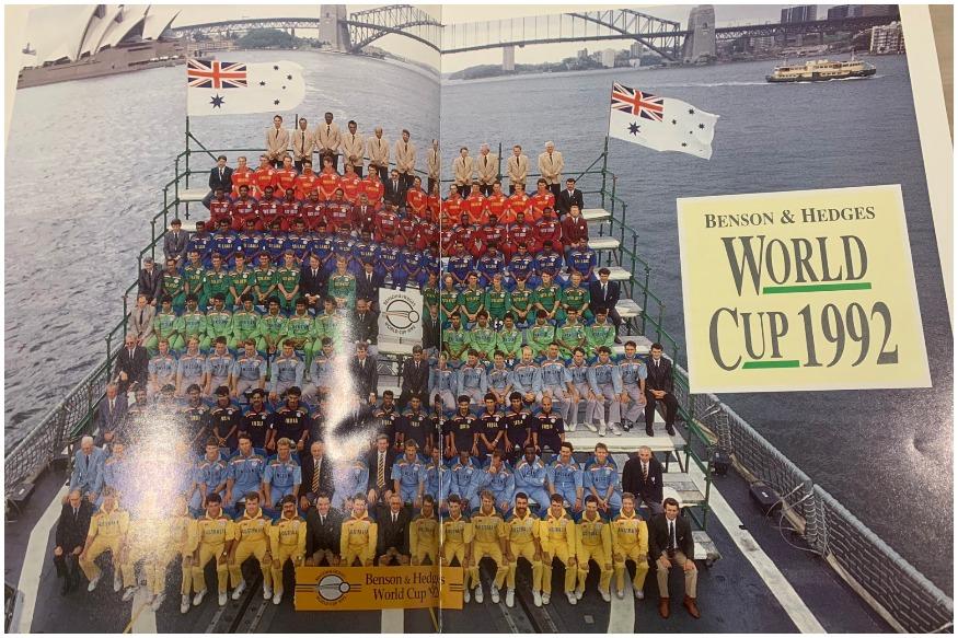 दरम्यान भारतीय संघ पहिल्यांदा रंगीत जर्सीत उतरला तो, 1992मध्ये. या सामन्यात सर्व संघांनी पहिल्यांदा रंगीत जर्सी परिधान केली होती. या जर्सीच्या मागे प्रत्येक खेळाडूचे नाव लिहिण्यात आले होते.