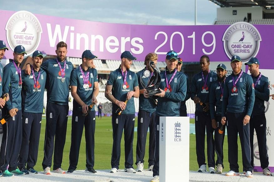 आयसीसी क्रिकेट वर्ल्ड कपच्या अगोदर होत असलेल्या इंग्लंड आणि पाकिस्तान विरुद्धच्या मालिकेत इंग्लंडने 4-0 ने विजय साजरा केला. मालिकेतील पाचवा सामना 54 धावांनी जिंकला. या मालिकेत पहिला सामना पावसामुळे रद्द करण्यात आला. या मालिकेत धावांचाही पाऊस पडला.