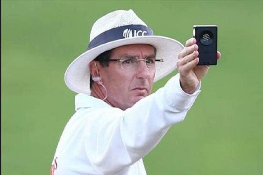 रॉड टकर हेसुद्धा ऑस्ट्रेलियात प्रथम श्रेणी क्रिकेट खेळले आहेत. त्यानाही ब्रूस ऑक्सेनफोर्ड यांच्याइतके वेतन दिलं जातं.