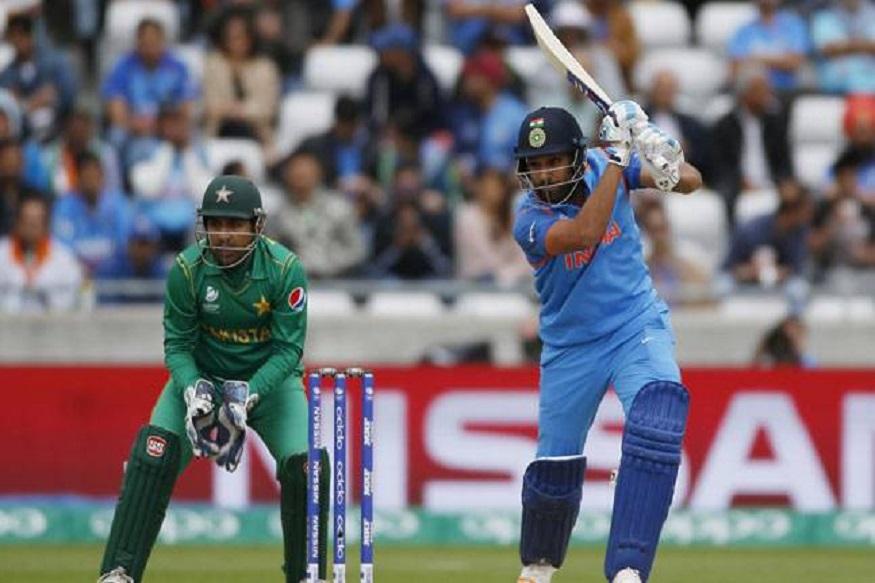 एकदिवसीय क्रिकेटमध्ये 150 पेक्षा जास्त धावा काढण्याचा विक्रमही भारतीय खेळाडूंच्या नावावर आहे. एकट्या रोहित शर्माने तीन द्विशतकं केली असून अशी कामगिरी केलेला तो जगातील एकमेव फलंदाज आहे.