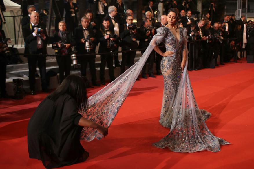 'Bacurau' सिनेमाच्या प्रिमियरला अभिनेत्री हिना खाननं हजेरी लावली होती.