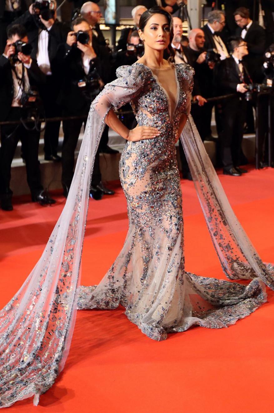 Cannes 2019मध्ये हजेरी लावणारी हिना यंदाची पहिली भारतीय अभिनेत्री ठरली. हिना शिवाय या फेस्टिव्हलमध्ये दीपिका पदुकोण, ऐश्वर्या राय, कंगना रनौत, सोनम कपूर या अभिनेत्री सुद्धा कानच्या रेड कार्पेटवर उतरतील. तसेच अभिनेत्री प्रियांका चोप्रासुद्धा यंदा पहिल्यांदा कान रेड कार्पेटवर उतरणार आहे.