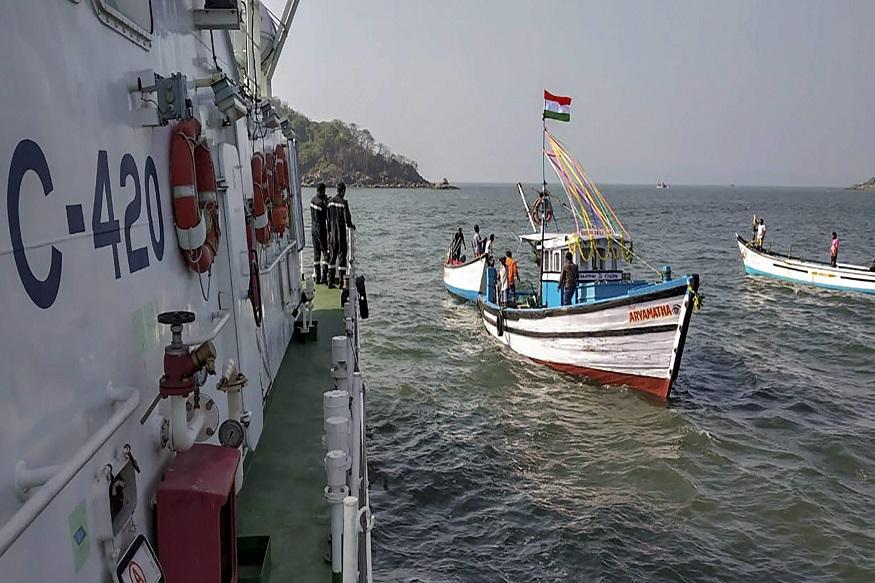 पाकिस्तानच्या बोटीतून 600 कोटींचं ड्रग्ज जप्त, भारतीय तटरक्षक दलाची कारवाई