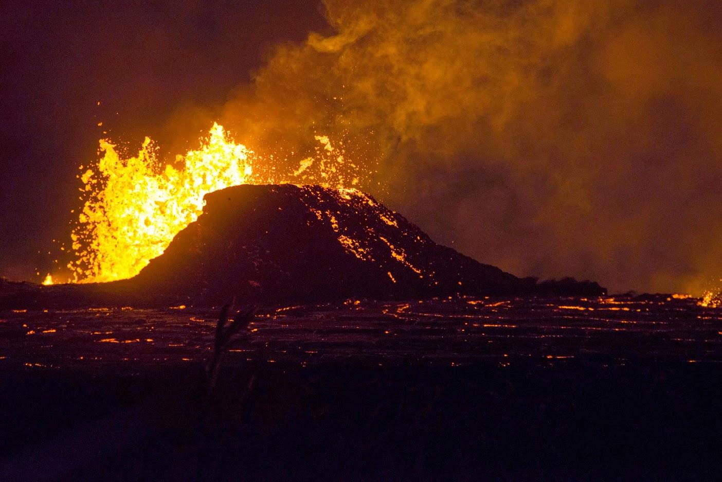 ज्वालामुखीच्या उद्रेकानंतर माउंट सिनाबुंगवर  जवळपास 42 मिनीटे विस्फोट झाले आणि प्रचंड ज्वाळा त्यातून निघाल्या, असं इंडोनेशियातील राष्ट्रीय आपत्ती व्यवस्थापन मंडळाचे प्रवक्ते सुतोपो पुर्वो नूग्रोहो यांनी स्पष्ट केलं. (प्रतीकात्मक फोटो)