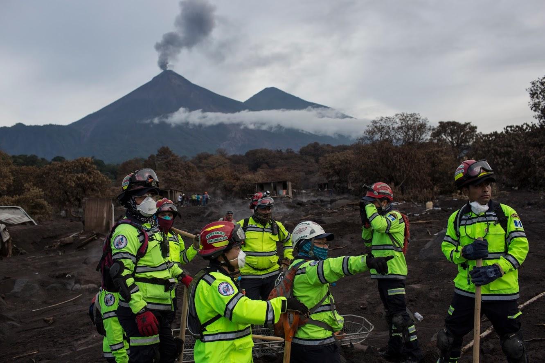 विस्फोटानंतर वरतून वाहत येणाऱ्या लाव्हारसमुळे कोणतिही हानी होऊ म्हणून नागरिकांना धोक्याच्या सूचना देण्यात आल्या आहेत. (प्रतीकात्मक फोटो)